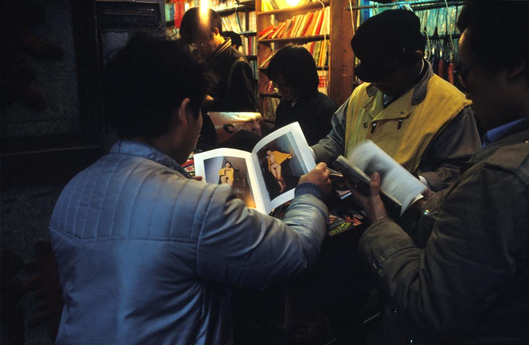 Magazine Viewing, Temple Street, 1983