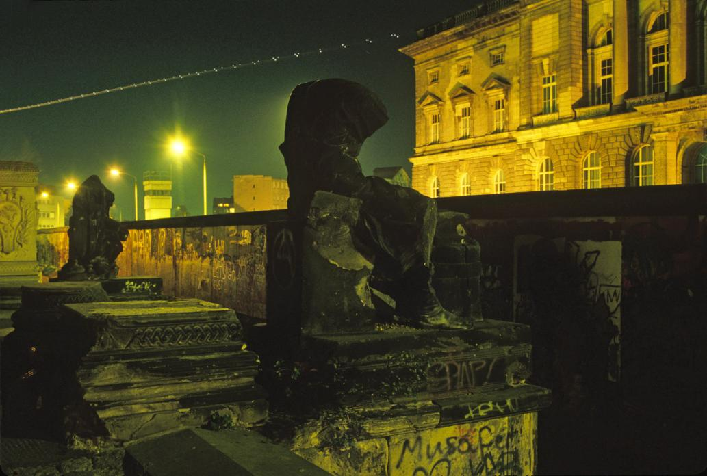 Berlin Wall (Headless Statue and Airplane Lights)